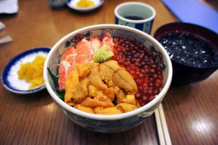 seafood rice 757527 1280 728x484 1 728x484 - 城崎温泉のおすすめグルメランチランキング5選!人気の肉料理やカニ料理、海鮮丼も