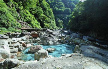 pixta 16743275 M 360x230 - トロッコでしか行けない秘湯「黒薙温泉」のおすすめ日帰り温泉&混浴