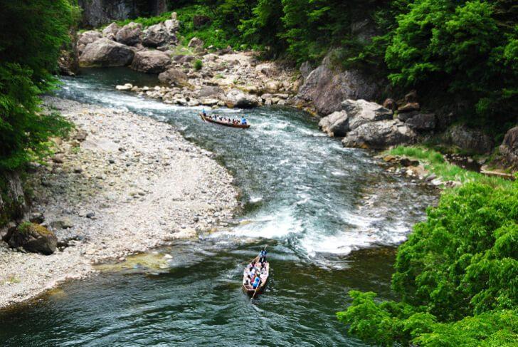 pixta 794595 M 728x487 - 日光市の観光情報!「鬼怒川ライン下り」と「ラフティング体験」で渓谷美を120%堪能!