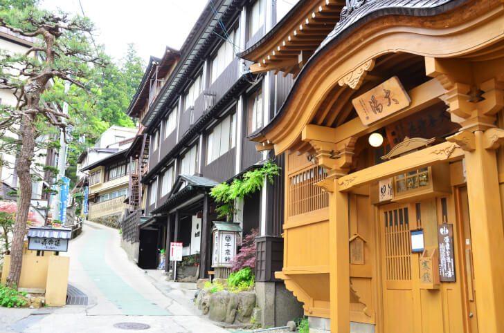 pixta 16827506 M 728x482 - 野沢温泉のホテル&旅館おすすめ宿10選!村へのアクセス情報も