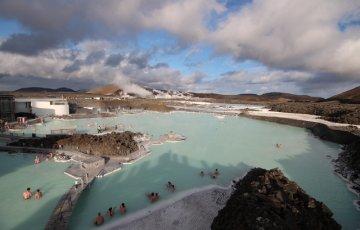pixta 16009998 S 360x230 - 【世界最大の露天風呂がある!】アイスランドの名湯