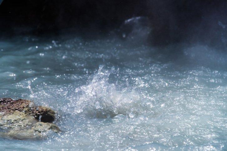 pixta 16646060 M 1 728x486 - 温泉湧出量の多い湧出地ランキングTOP5|別府以外の穴場温泉地とは?