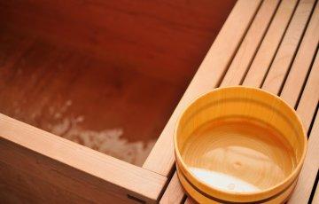 pixta 1818922 M 360x230 - 【意外な効果が】温泉のかけ湯とは?必要性や意味から方法についても
