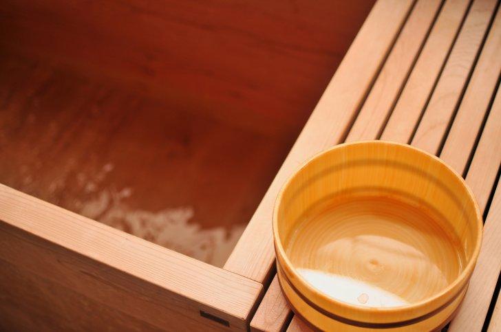 pixta 1818922 M 728x483 - 【意外な効果が】温泉のかけ湯とは?必要性や意味から方法についても