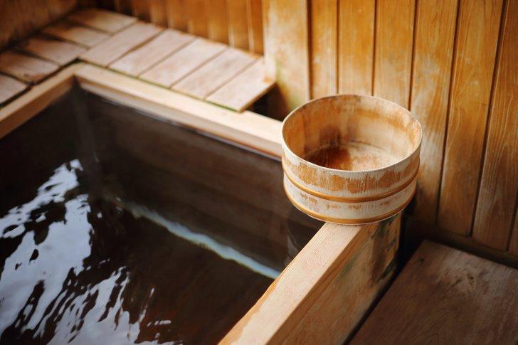 pixta 19075992 M 728x485 - 鉱泉と温泉の違いは?分類や成分による泉質の効能についても
