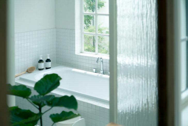 pixta 32005065 M 728x486 - 重曹風呂の効果や作り方!危険性は?掃除効果についても