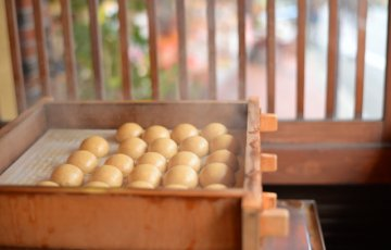 pixta 32353010 S 360x230 - 伊香保温泉の食べ歩きスポットおすすめランキングTOP5【2018年版】