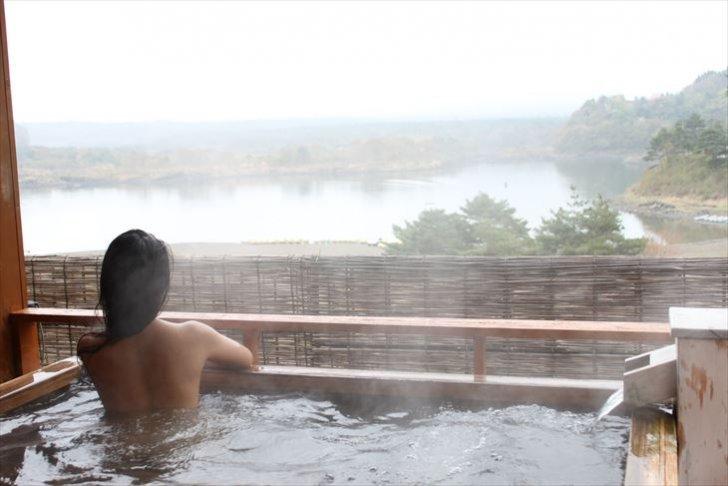 露天風呂と女性