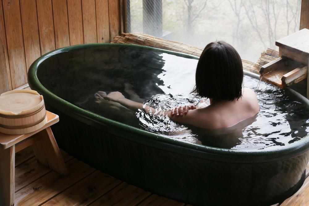 温泉 女性 浴槽