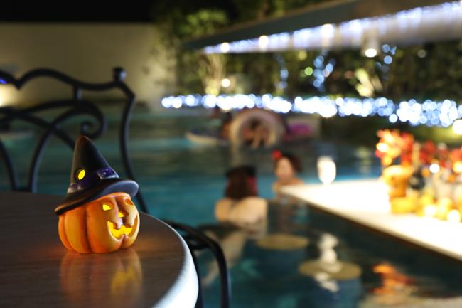 d24670 45 962865 0 - 9/11から!兵庫県「神戸みなと温泉蓮」で全国初の『ハロウィンナイトプール』開催!海賊カクテルが超キュート