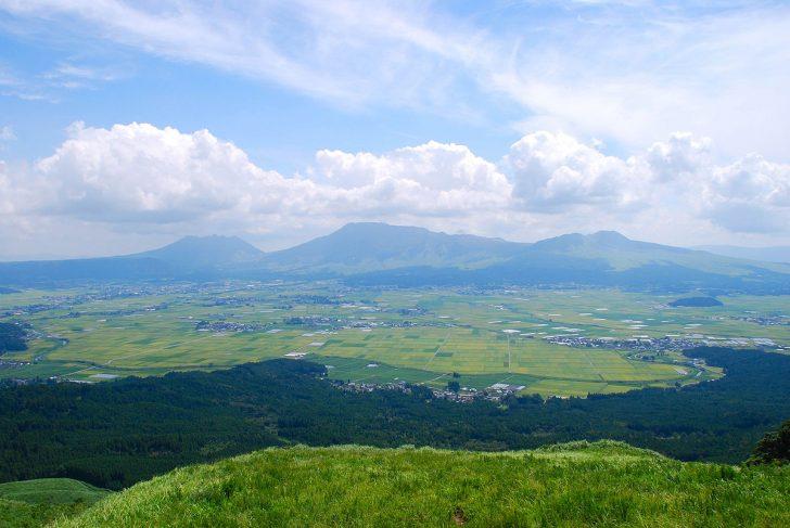 1200px Mt.Aso and caldera01 728x487 - 【宿泊可も】熊本スーパー銭湯おすすめ人気ランキングTOP5!岩盤浴利用でも安い?