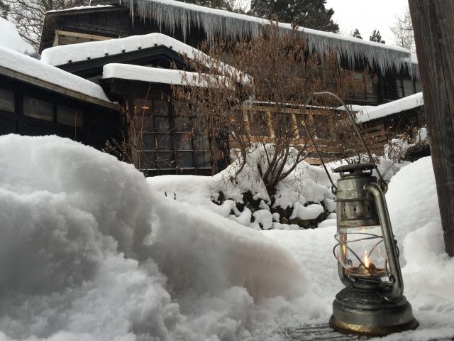 雪の温泉地