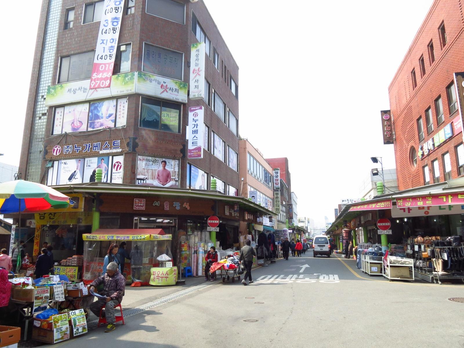 温陽温泉の商店街