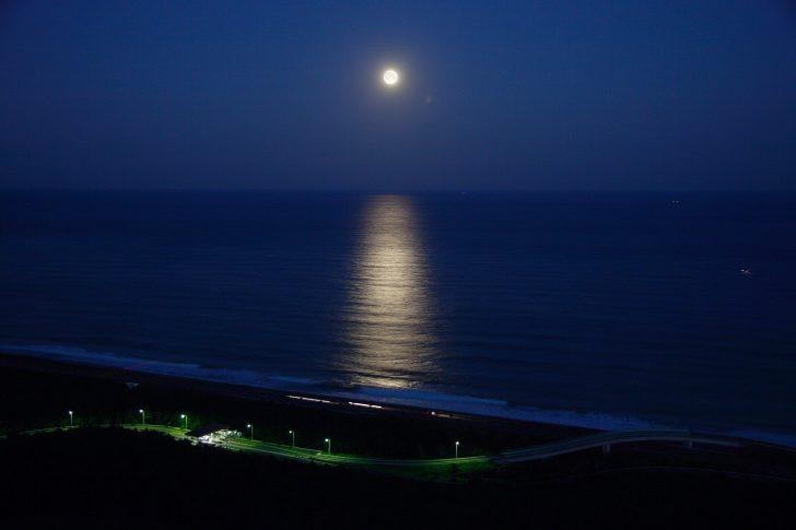宮崎シーガイア「月の道」