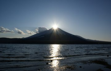 山梨県_山中湖_/ダイヤモンド富士