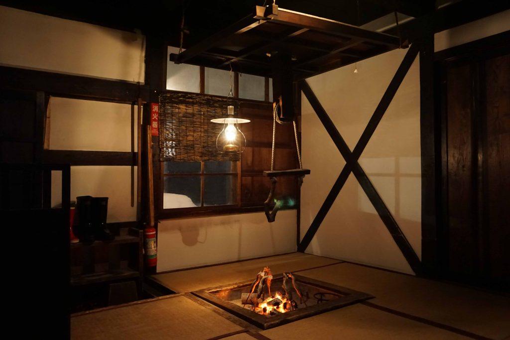 乳頭温泉郷 鶴の湯温泉 秋田県 ランプ 囲炉裏