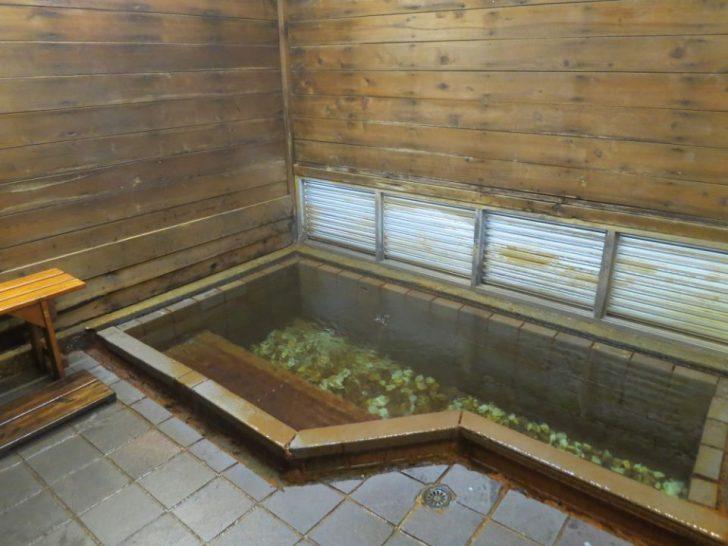 IMG 8391 728x546 - 夏の台湾を涼しく楽しむ穴場の温泉|20℃の炭酸泉に挑戦!「蘇澳冷泉」の水着不要の貸切風呂&共同浴場