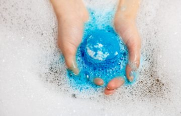 shutterstock 1064356751 360x230 - プレゼントにもおすすめ!重曹とクエン酸で手作り入浴剤(バスボム):失敗しない作り方からチョイ足しまで